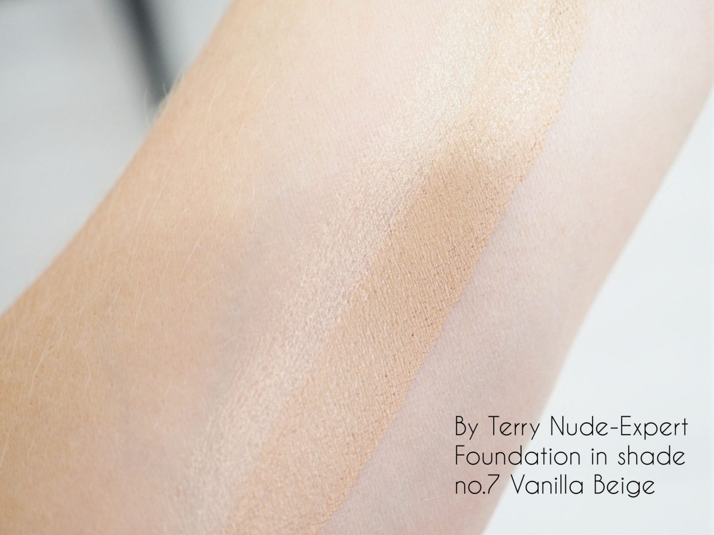 By Terry Nude-Expert Foundation shade no.7 vanilla beige swatch