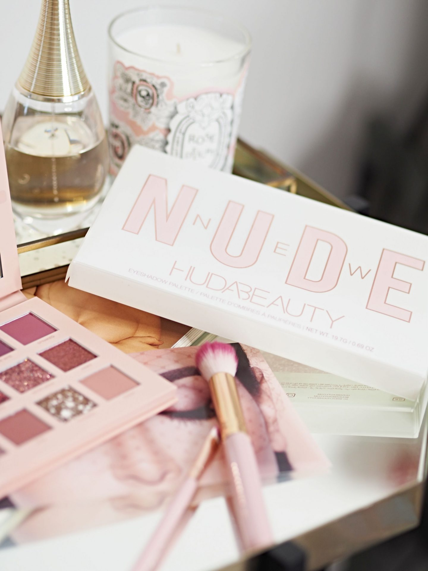 Huda Beauty The New Nude Eye Shadow Palette Review