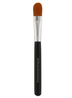 Flat rounded concealer brush